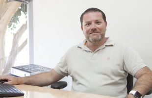 Dr Antonio J Gomis Devesa